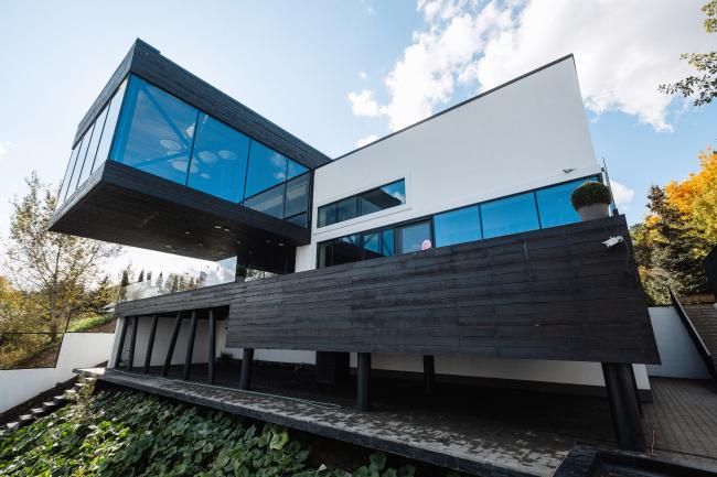 Малоэтажный жилой дом на берегу реки Обь. «Куб Дизайн». Предоставлено оргкомитетом фестиваля «Золотая капитель»