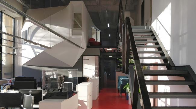 Офис компании ATRIUM. Лестница. 1 этаж © ATRIUM
