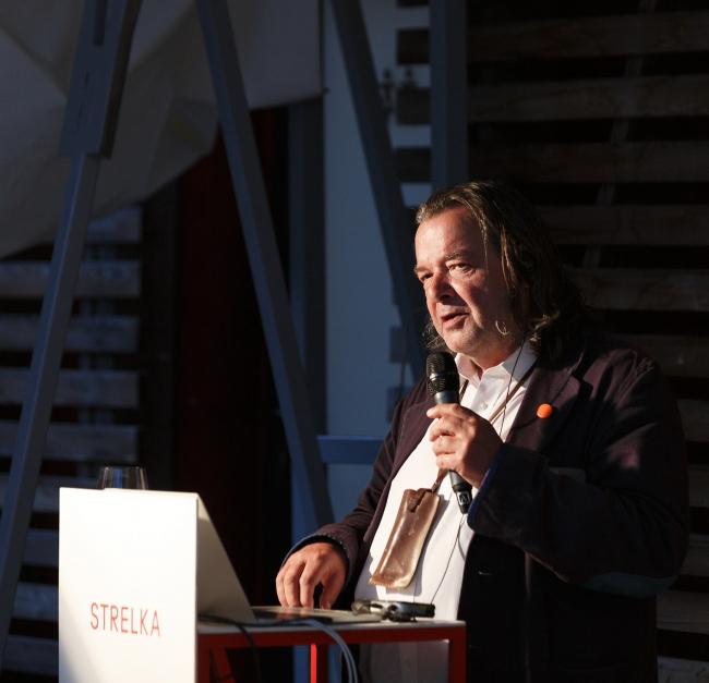 Уилл Олсоп читает лекцию в институте «Стрелка» © Ivan Guschin / Strelka Institute