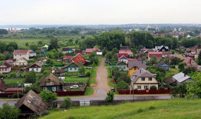 Переславль-Залесский, индивидуальная застройка в центре города, вид с валов. Фотография © Юлия Тарабарина, Архи.ру