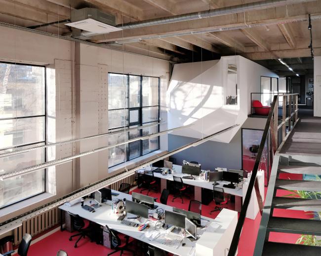 Офис компании ATRIUM. Лестница. 2 этаж © ATRIUM
