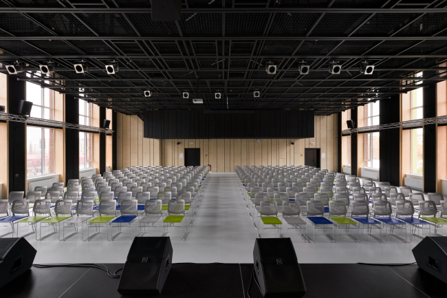 Многофункциональный актовый зал. Печерская международная школа © Архиматика