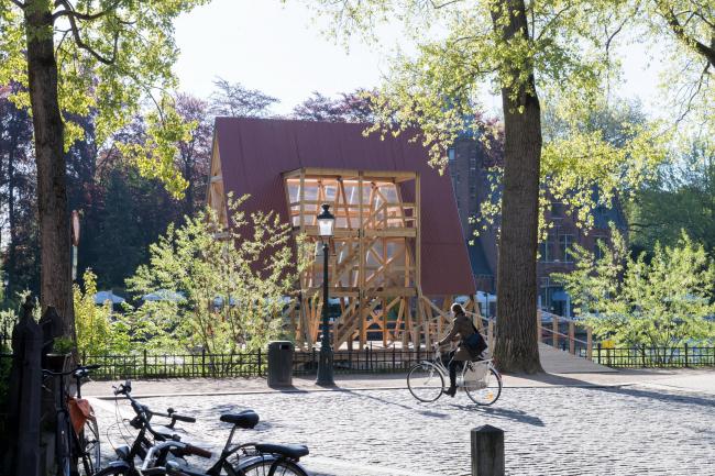 MFS III – Плавучая школа Минне. NLÉ и Кунле Адейеми. Фото © Iwan Baan. Предоставлено Triënnale Brugge 2018