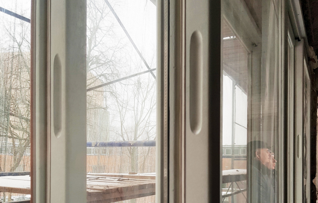 The Narkomfin Building. Window. A today′s photo. Photo courtesy by Ginsburg Architects