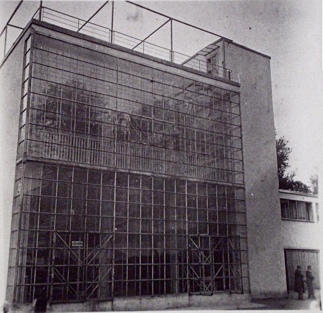 Дом Наркомфина. Витраж. Историческое фото. Изображение предоставлено Гинзбург Архитектс