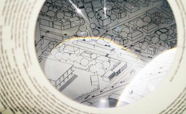 Лупа для рассматривания картинок. Павильон Японии на биеннале архитектуры в Венеции. Фотография: Ю.Тарабарина, Архи.ру