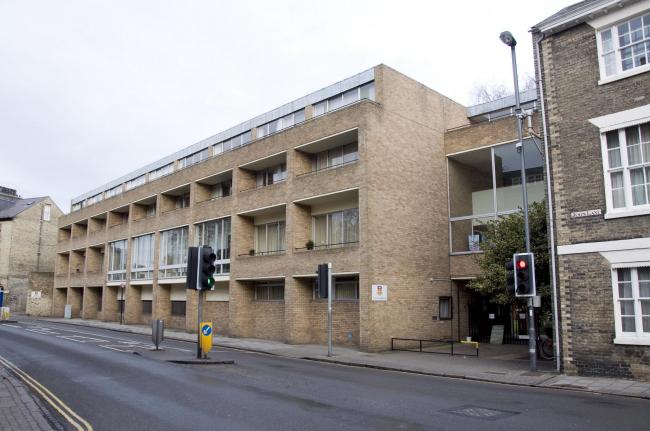 Корпус 1973 года до реконструкции. Уличный фасад. Предоставлено Niall McLaughlin Architects