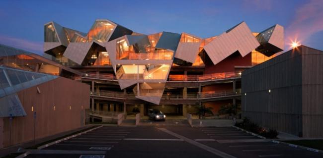 Офисное здание, известное как «Птеродактиль» в Калвер-Сити в Калифорнии © RHEINZINK