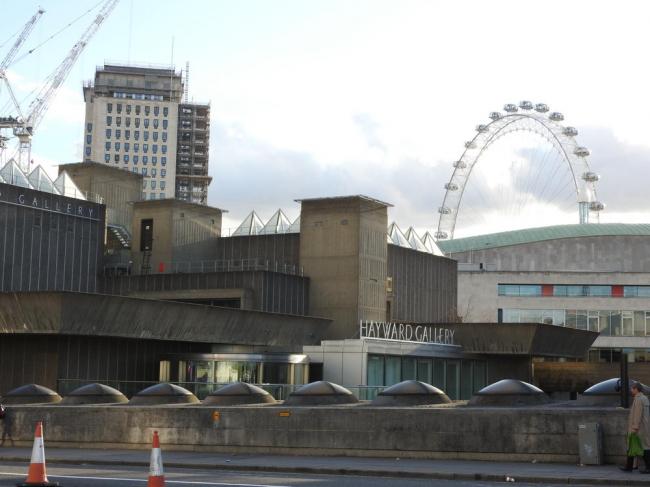 Галерея Хэйвард в составе Центра Саутбэнк в Лондоне. Фото: ClemRutter via Wikimedia Commons. Лицензия Creative Commons Attribution-Share Alike 4.0 International