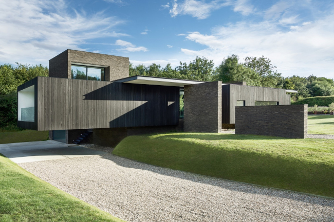 Дом Black House, Гэмпшир. AR Design Studio. Фотография © Martin Gardner