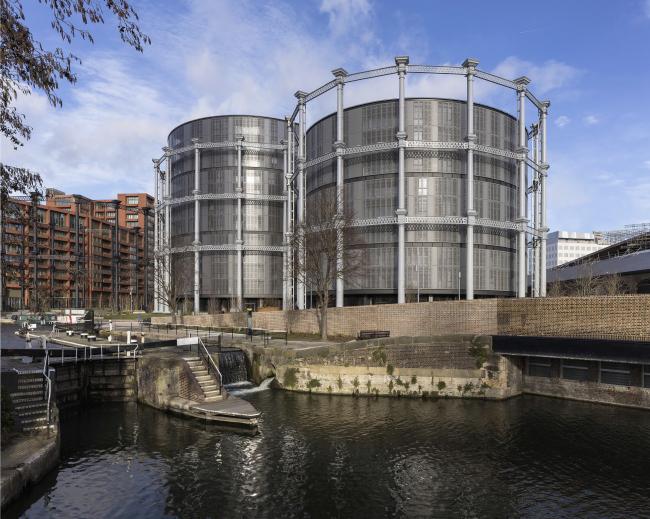 Жилой комплекс Gasholders London. Фотография © Peter Lander