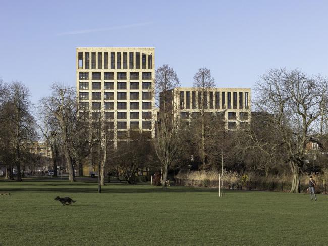 Жилой район Kings Crescent Estate (очереди 1, 2), Лондон. Karakusevic Carson Architects + Henley Halebrown. Фотография © Peter Landers