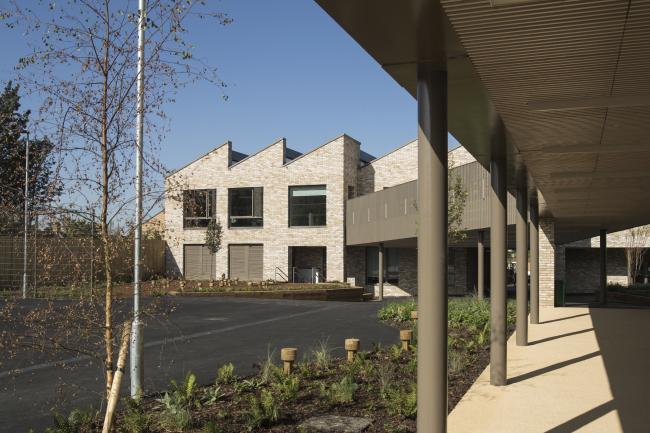 Начальная школа Кингсгейт, Лондон.  Maccreanor Lavington Architects. Фотография © Tim Crocker