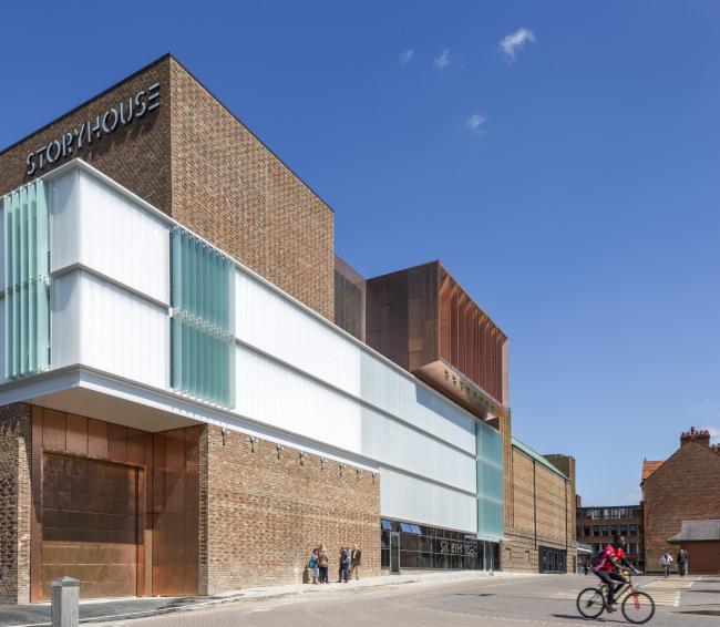 Библиотека и театр Сторихаус, Честер.  Bennetts Associates, Ellis Williams Architects. Фотография © Peter Cook