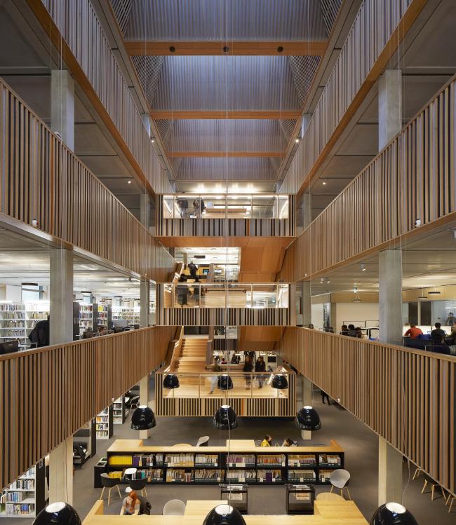 Библиотека Университета Рохамптона, Лондон. Feilden Clegg Bradley Studios. Фотография © Hufton + Crow