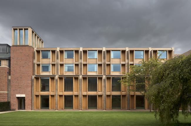 Западный двор колледжа Иисуса, Кембридж.  Niall McLaughlin Architects. Фотография © Nick  Kane