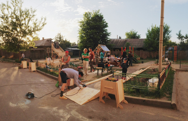 Идет строительство объектов во дворе на улице Академика Королева. 2018. Фотография: Михаил Приемышев