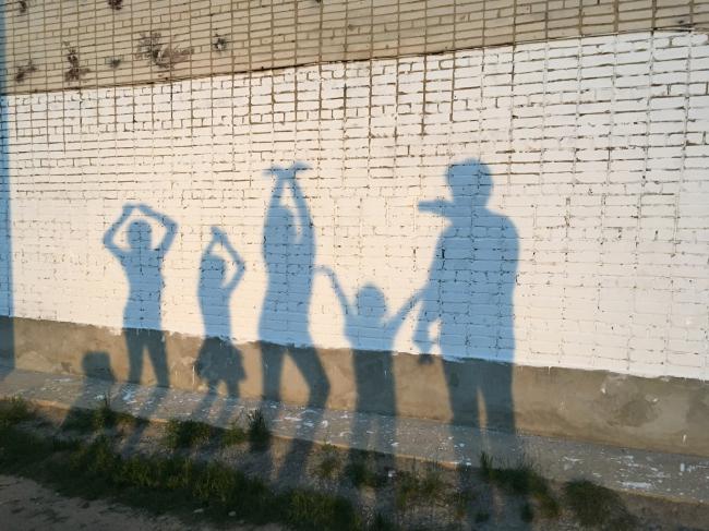 Идет строительство двора в Микрорайоне «Дружба». 2018. Фотография: Свят Мурунов