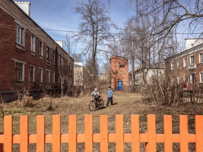 Исследование города Выкса. Первый этап программы. Двор в 52-й «Оранжевом квартале» 2017 Фотография: Антон Акимов