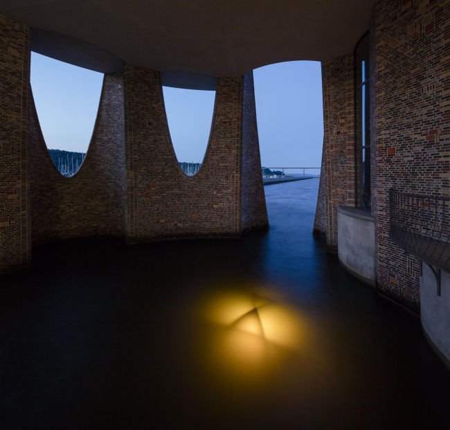 Fjordenhus – штаб-квартира компании Kirk Kapital. Скульптура Олафура Элиассона «Подводная надежда». Фото: Anders Sune Berg © 2018 Olafur Eliasson