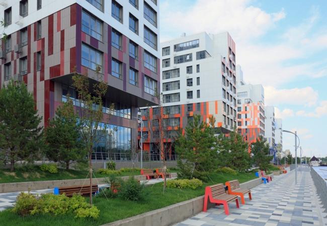 Первая очередь набережной ЖК «Ривер парк», реализация. Wowhaus, T+T architects. Фотография: МКА