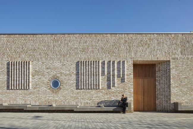 Общественный центр Storey′s Field и детский сад района Эддингтон в Кембридже © Alan Williams