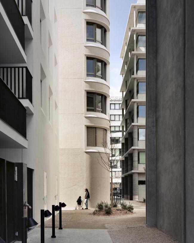 Квартал А3 в районе Конфлюанс. Слева направо: В7 и В8 по проекту Татьяны Бильбао, В6 Кристиана Кереца, В9 – перестроенный Дидье Дальма цветочный рынок © Maxime Delvaux