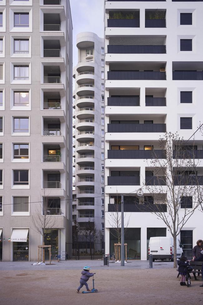 Квартал А3 в районе Конфлюанс. Вид с эспланады Франсуа Миттерана: В7 и В8 Татьяны Бильбао, между ними – В5 HdM © Julien Lanoo