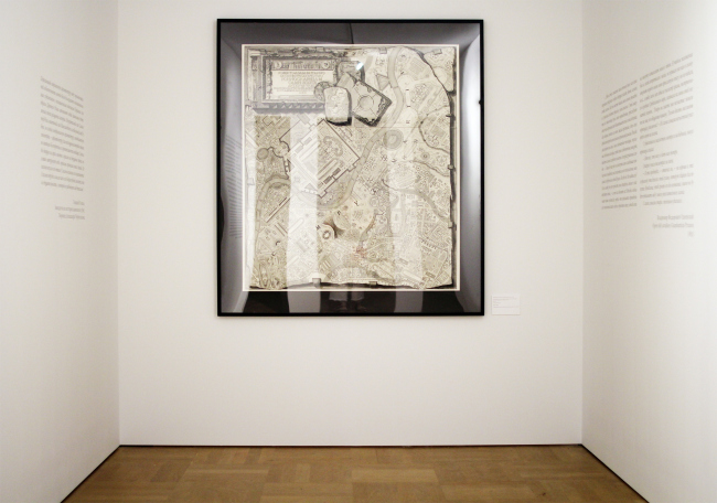 Инсталляция «Марс атакует» с офортом Пиранези. Выставка «Гипноз пространства», Царицыно. Фотография: Ю.Тарабарина, Архи.ру