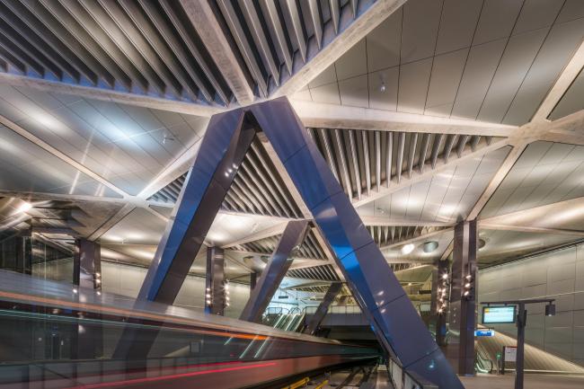 Станции линии метро «Север – Юг». Станция «Центральный вокзал». Фото © Jannes Linders