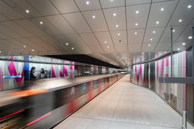 Станции линии метро «Север – Юг». Станция «Эйропаплейн». Фото © Jannes Linders