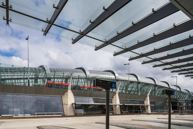 Станции линии метро «Север – Юг». Станция «Норд». Фото © Jannes Linders