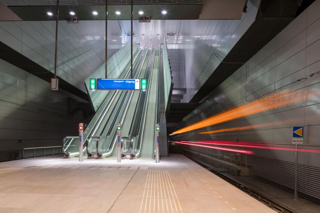 Станции линии метро «Север – Юг». Станция «Вейзелграхт». Фото © Jannes Linders