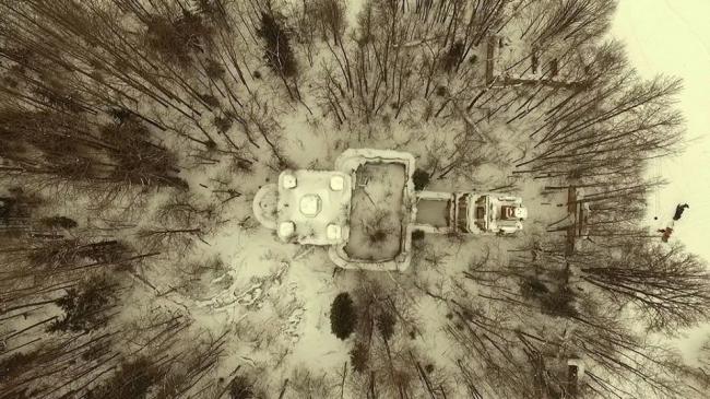 Церковь Ризположения вид руин сверху. «Оглушенные» / Команда РЕКА НЕВА