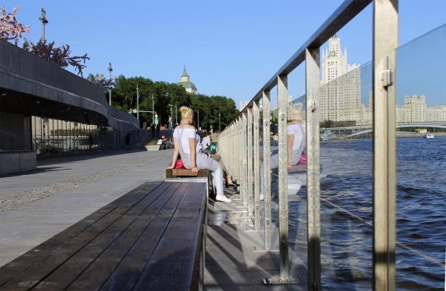 Москворецкая набережная в парке Зарядье. Фотография © Юлия Тарабарина, Архи.ру, 06.2018