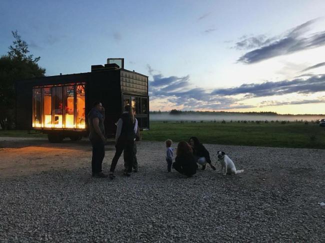 "Kibitka (""The Wagon""). Project for the ""Arkhstoyanie 2017"" festival © A-GA. Photograph © Aleksey Naroditsky"