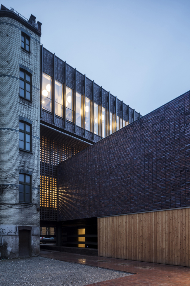 Факультет радио и телевидения Силезского университета © Adrià Goula