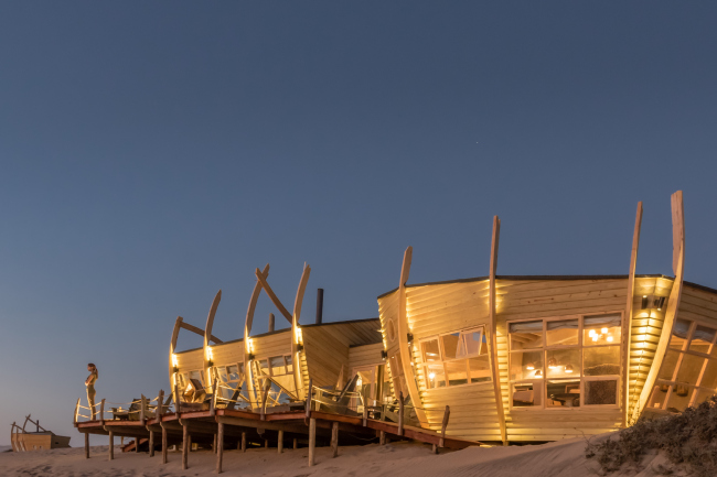 Отель Shipwreck Lodge. Фотография © Michael Turek. Предоставлена Nina Maritz Architects