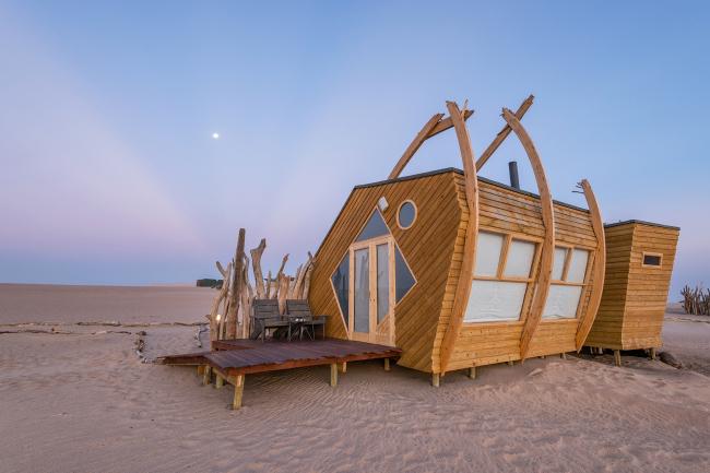 Отель Shipwreck Lodge. Фотография © Shawn van Eeden. Предоставлена Nina Maritz Architects