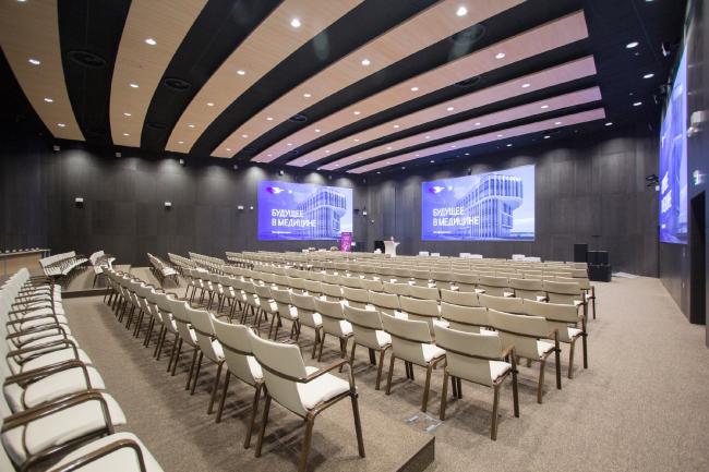 Международный медицинский кластер в Сколково. Диагностический корпус. Конференц-зал. Фотография © Архитектурное бюро Асадова
