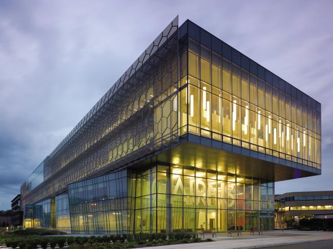 GRAPHISOFT® Исследовательский комплекс здоровья семьи и биологических наук Кэрнса, Сент-Катаринс, Онтарио, Канада – www.architectsalliance .com – Фото © Ben Rahn / A-Frame