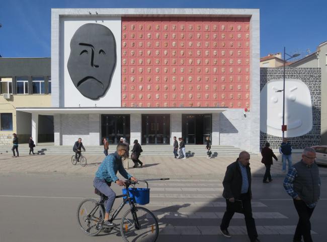 Театр имени Андона Зако Чаюпи – реконструкция © Bolles + Wilson