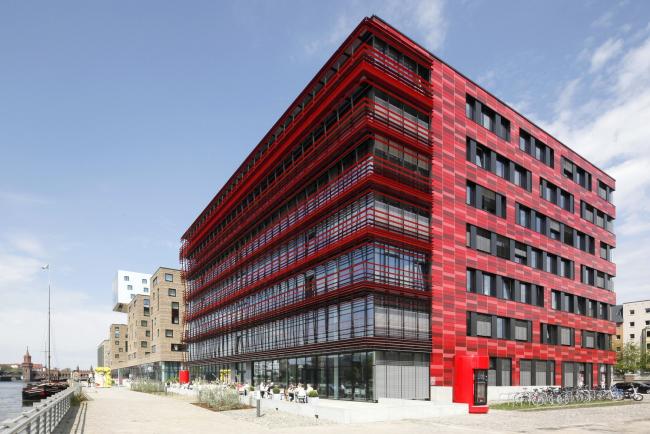 Штаб-квартира компании Coca Cola, Берлин, 2013. Сергей Чобан. Фотография © Клаус Граубнер