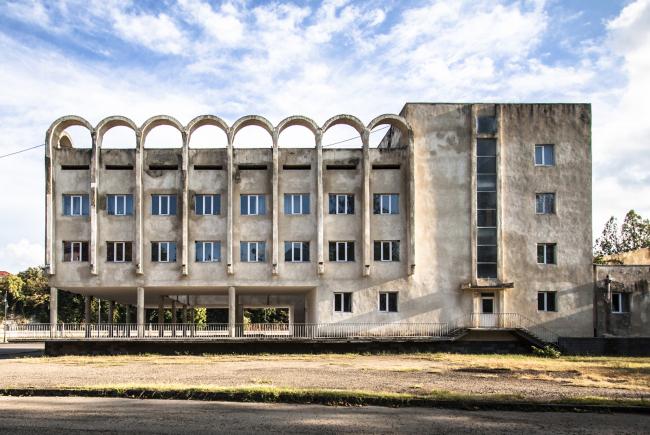 Художественная школа в Зестафони (бывший Дом пионеров) © Roberto Conte
