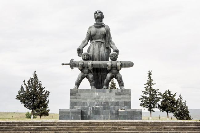 Памятник в честь 30-летия Победы в Марнеули (1975). Скульптор Мераб Бердзенишвили © Stefano Perego
