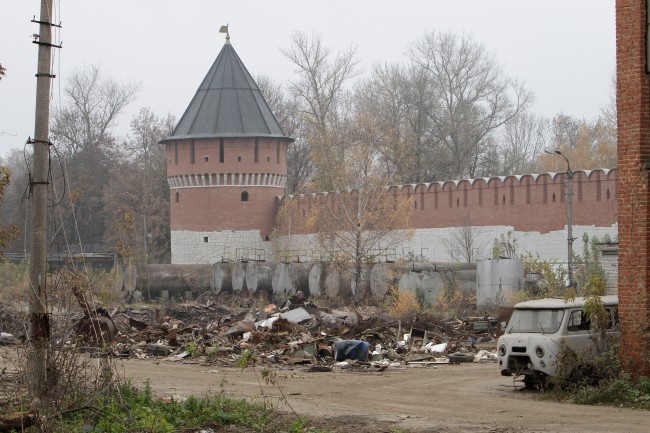The walls of the Tula Kremlin before the reconstruction, 2017. Photo courtesy by WOWHAUS