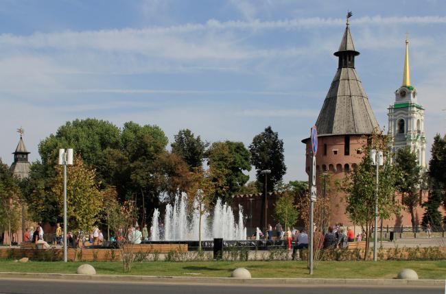 The fountain at the Krestovozdvizhenskaya Square. Reconstruction of the Upa River embankment, Tula. 2017-2018 © WOWHAUS, Photograph: Julia Tarabarina, Archi.ru