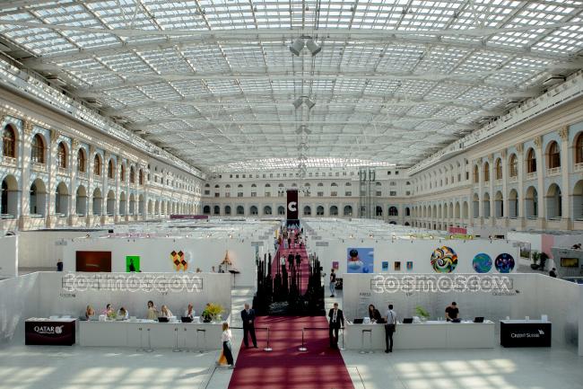 """The exhibition """"Cosmoscow-2018"""", exposition design by Natalia Zaichenko. Photograph © Alexander Kovalchuk"""
