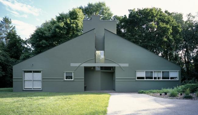 Дом Ванны Вентури в Филадельфии. Фото: Carol Highsmith, около 1989 via Wikimedia Commons. У фото нет ограничений по использованию