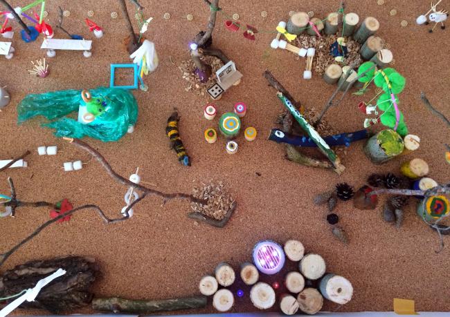Игровой макет, созданный детьми и их родителями в 2017 году. Фотография предоставлена бюро «Дружба»
